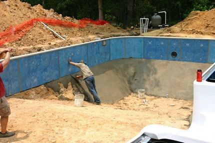 Do it yourself inground pools polarpools 10 install pool bottom this is a vermiculate portland cement mix solutioingenieria Image collections